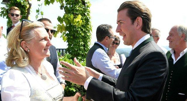 رَقص و آواز پوتین در مَراسم اِزدواج وزیر خارجه اتریش! + عکس