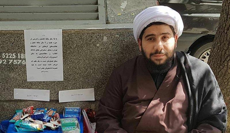 روحانی احمدی نژادی جنجالی دستفروش شد! + عکس