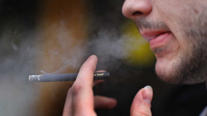 بیماری شایع پاییزی که به سراغ سیگاریها میرود
