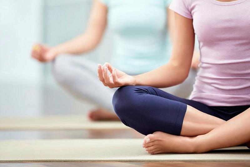 چند حرکت ساده یوگا برای رفع یبوست