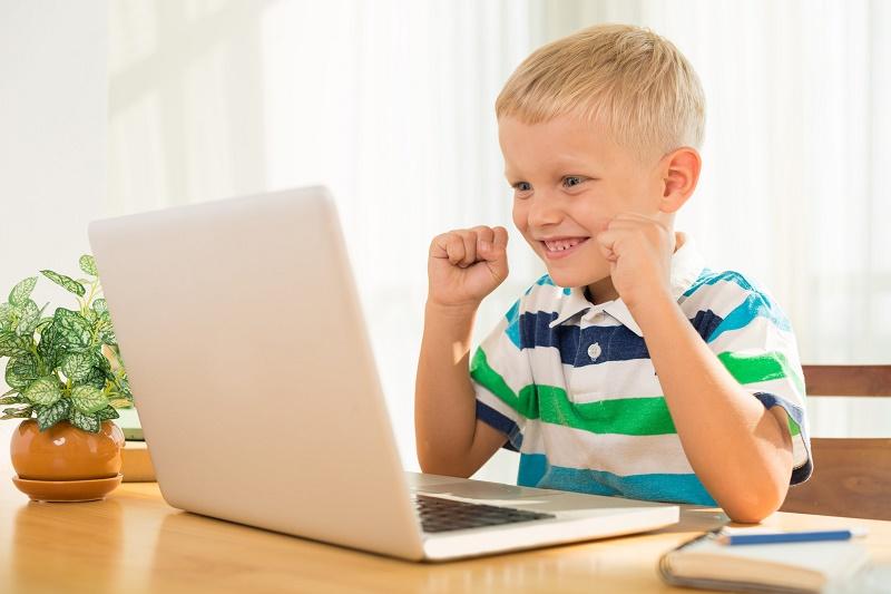 تاثیر رایانه بر خواب فرزند شما