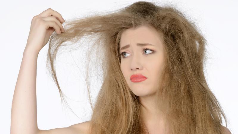 راه حل طلایی  برای موهای خشک و وز+ درمان