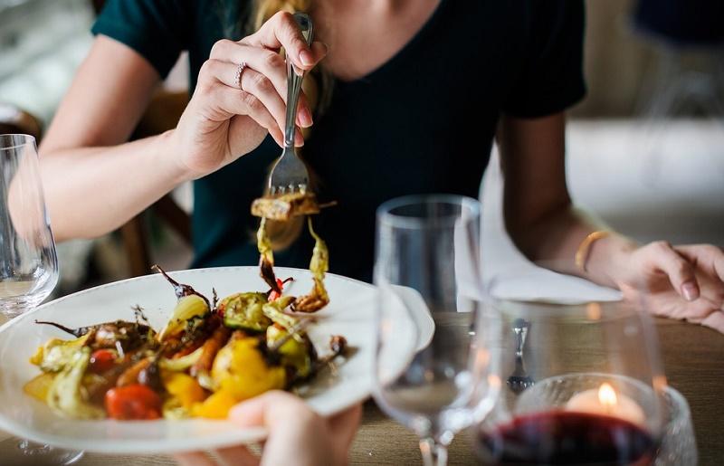 با این 12 شرط به درست ترین و سالم ترین شکل غذا بخورید