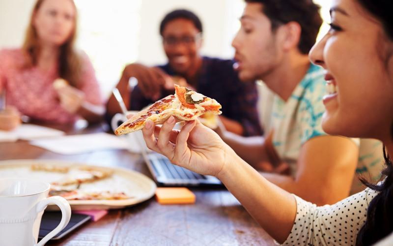 رفتارهای تغذیه ای نامناسب در بین جوانان