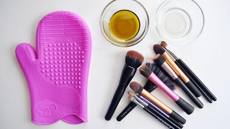 تمیز کردن لوازم آرایشی چه اهمیتی دارد؟