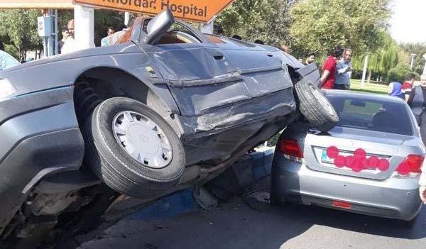 تصادف شگفت انگیز در نزدیکی بیمارستان! + عکس