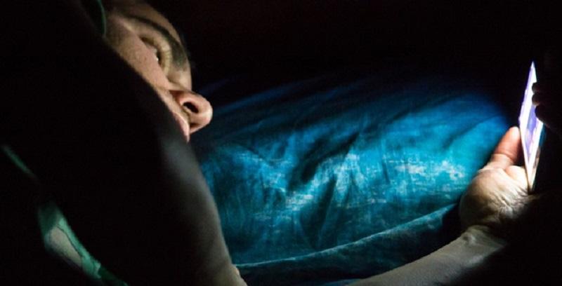 چرا گوشی موبایل در رختخواب ممنوع
