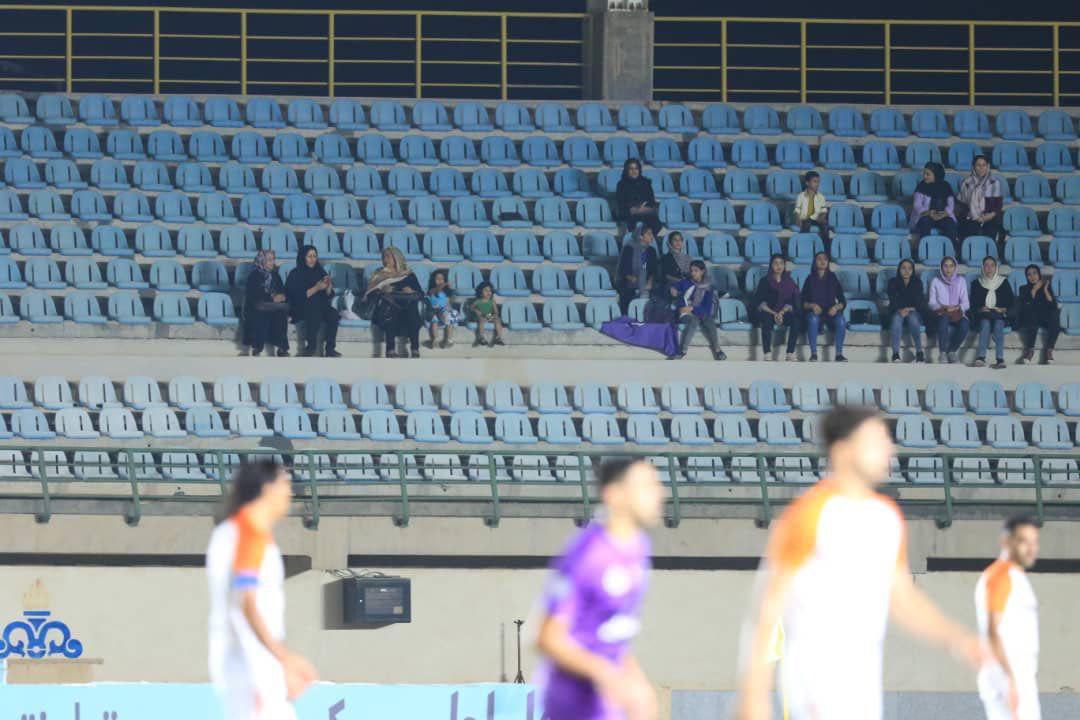 بانوان خرمشهری وارد استادیوم فوتبال شدند! + عکس