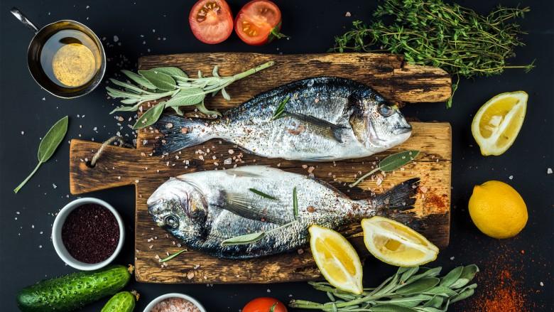 چگونه ماهی را بدون بو و خوشمزه درست کنیم؟