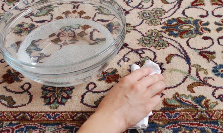 پاك كردن لكه هاي فرش با يك راهكار ويژه