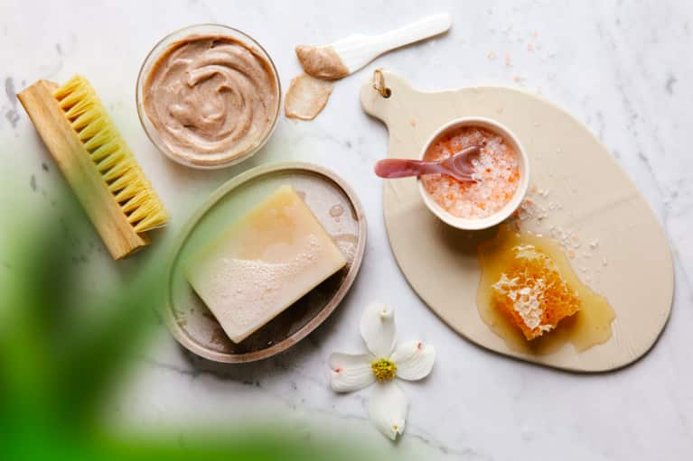 در خانه کرم سفید کننده پوست آماده کنید + طرز تهیه