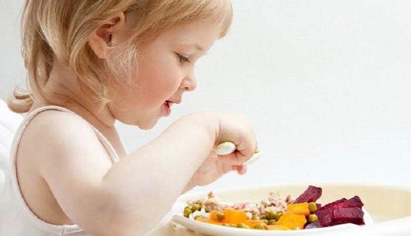 برای ترغیب کودک به غذاخوردن چه کنیم؟