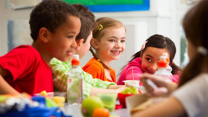 برنامه ریزی تغذیه ای سالم برای دانش آموزان