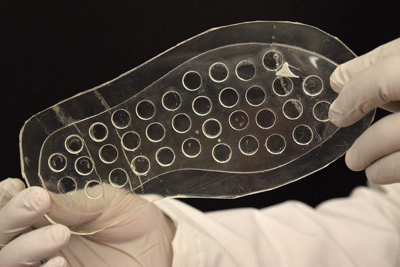 ساخت کفی کفش سیلیکونی برای درمان زخم های دیابتی