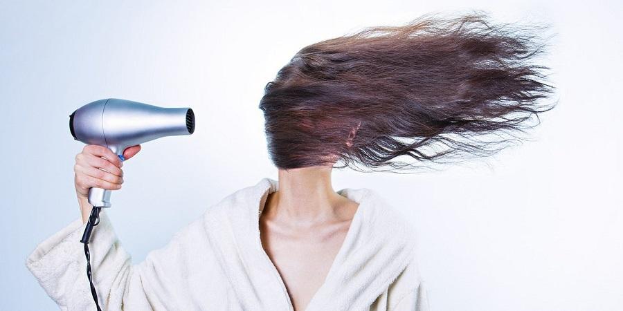 ۱۰ اشتباه رایج هنگام استفاده از سشوار که صدمات زیادی به موها می زند