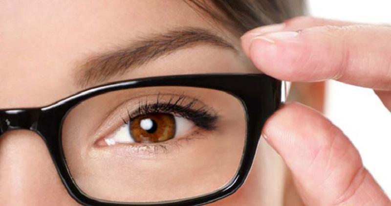 آستیگمات چشم چیست؟ + علت، علائم و راه های درمان