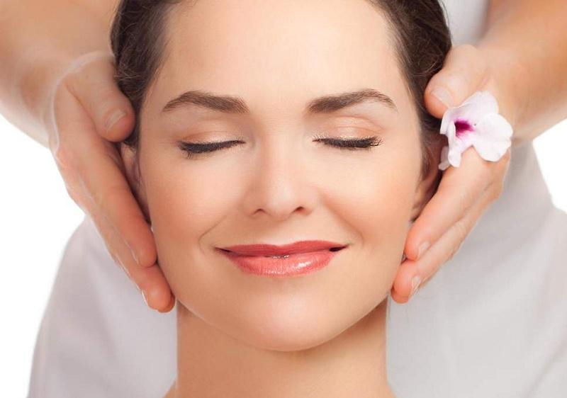 یوگای صورت؛ ۵ تمرین معجزهآسا برای زیبایی چهره