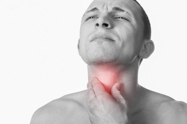 از نشانههای اولیه سرطان گلو