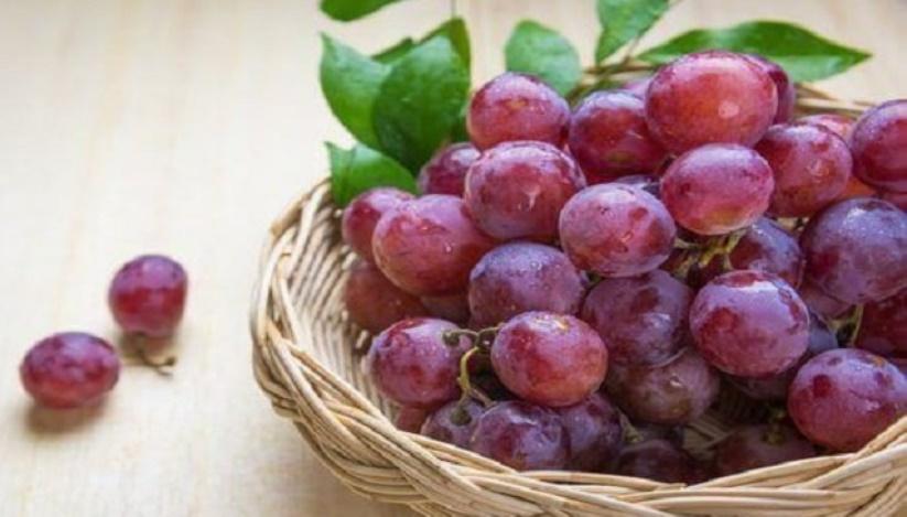 براي كنترل و كاهش كلسترول خون اين نوع انگور را بخوريد