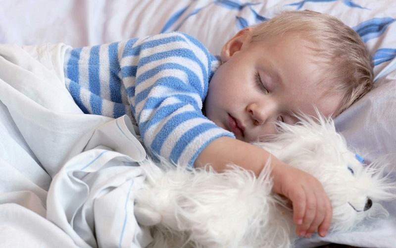 چه کار کنیم تا کودکمان راحت تر بخوابد؟