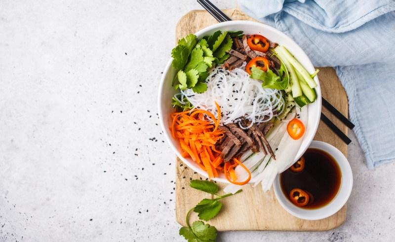 این 8 ماده غذایی را همیشه خام بخورید