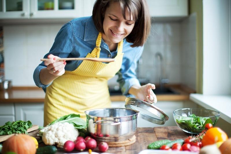 چگونه با غذا خوردن از پیری زودرس جلوگیری کنیم؟