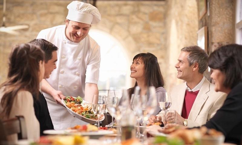 ۱۰ نکتهای که قبل از رفتن به رستوران باید بدانید