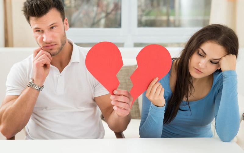 این رفتارها به شما می گوید که همسرتان خیانت می کند یا نه