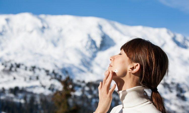چرا باید در فصل زمستان هم ضد آفتاب بزنیم؟