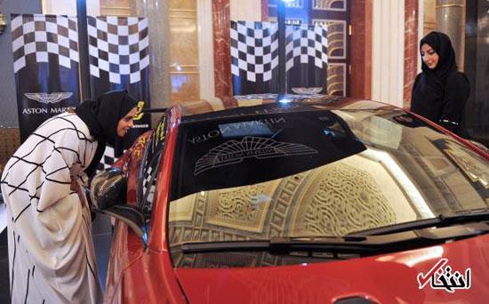 زنان عربستانی در حال خرید خودروهای لوکس! + عکس