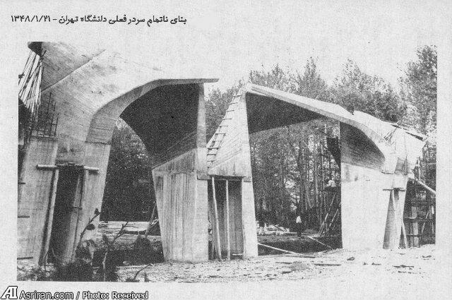 عکس قدیمی از ساخت سردر دانشگاه تهران