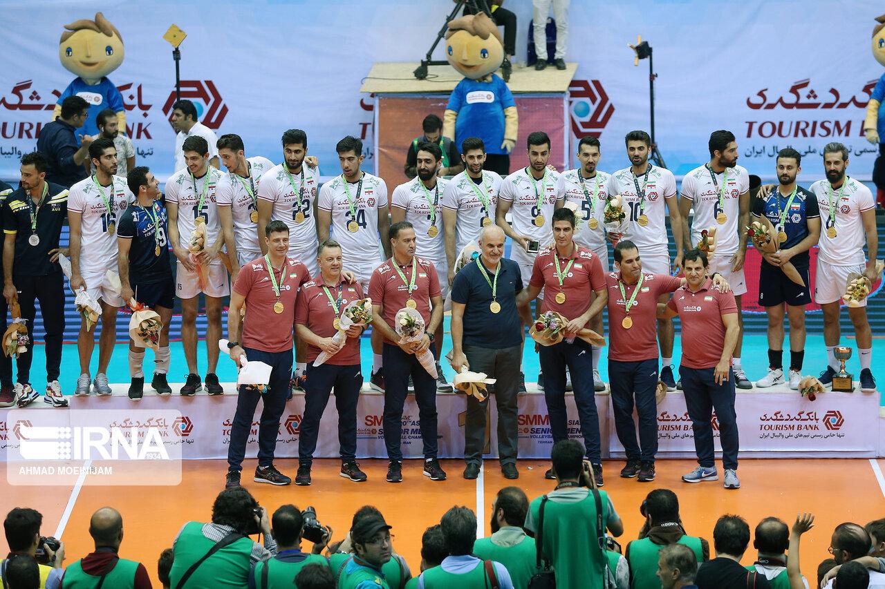 اهدای جام قهرمانی آسیا به والیبال ایران + عکس