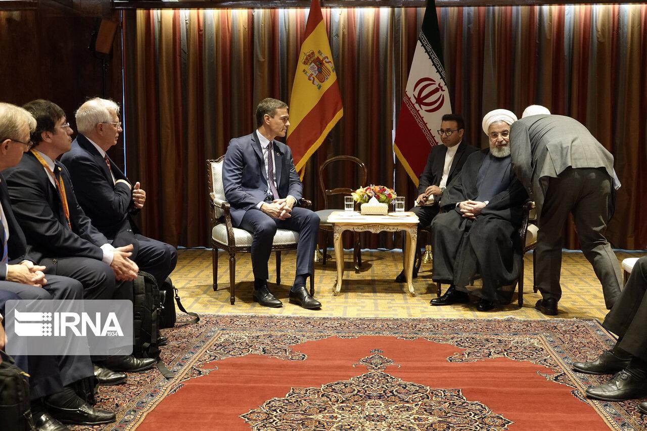 صحبتهای در گوشی ظریف و روحانی مقابل نخست وزیر اسپانیا + عکس