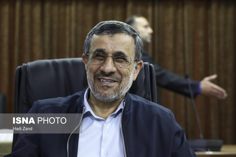 باز هم خنده های احمدی نژاد در جلسه مجمع تشخیص مصلحت! + عکس