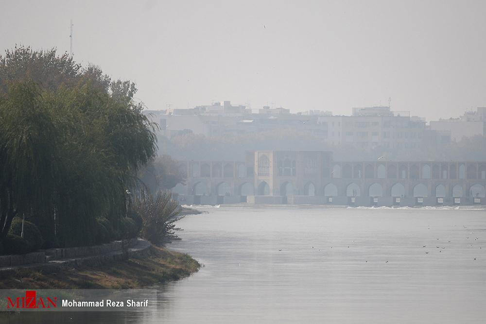 محو شدن سی و سه پل در آلودگی هوا! + عکس