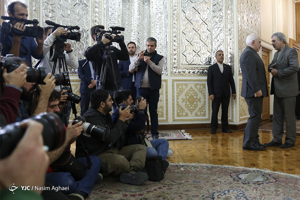 شکار خبرنگاران از هر لحظه ظریف + عکس