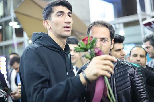 بیرانوند با استقبال هوادارانش به ایران بازگشت + عکس