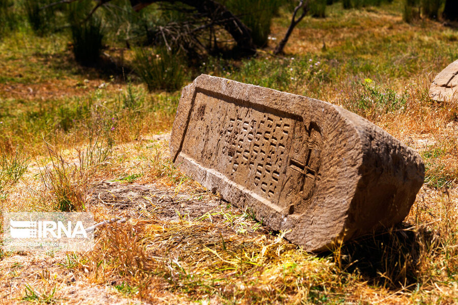 4472658 - سنگقبرهای منحصر به فرد گورستان ۲۰۰ ساله ارامنه + عکس