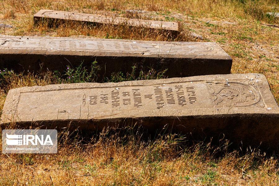 4472659 - سنگقبرهای منحصر به فرد گورستان ۲۰۰ ساله ارامنه + عکس