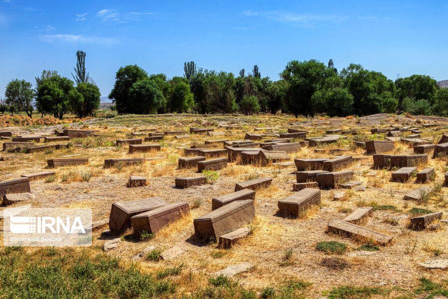4472661 - سنگقبرهای منحصر به فرد گورستان ۲۰۰ ساله ارامنه + عکس