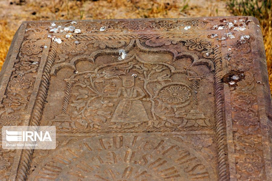 4472662 - سنگقبرهای منحصر به فرد گورستان ۲۰۰ ساله ارامنه + عکس