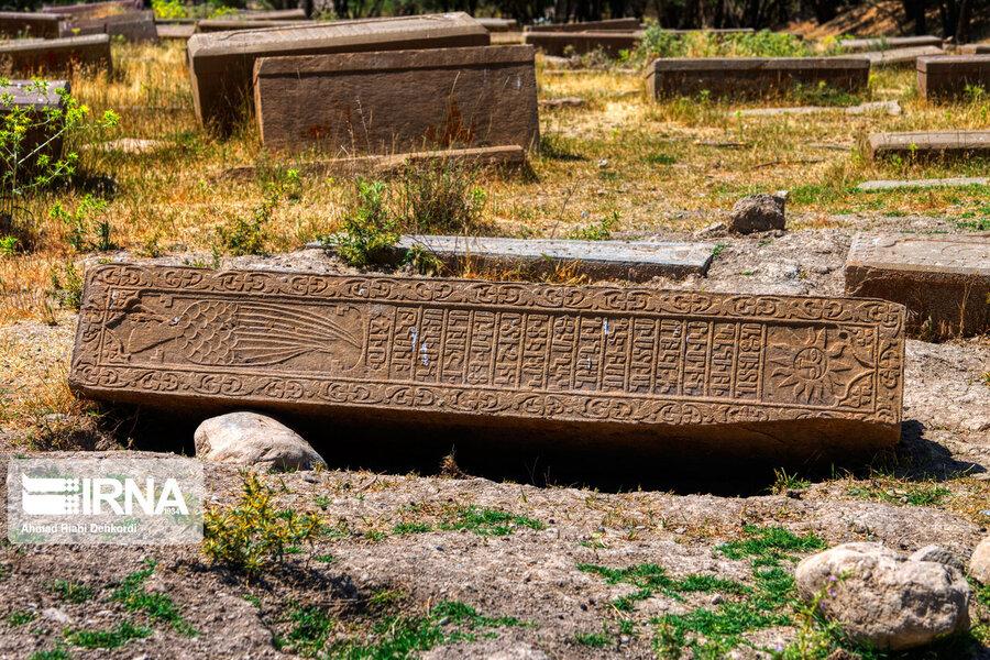 4472663 - سنگقبرهای منحصر به فرد گورستان ۲۰۰ ساله ارامنه + عکس