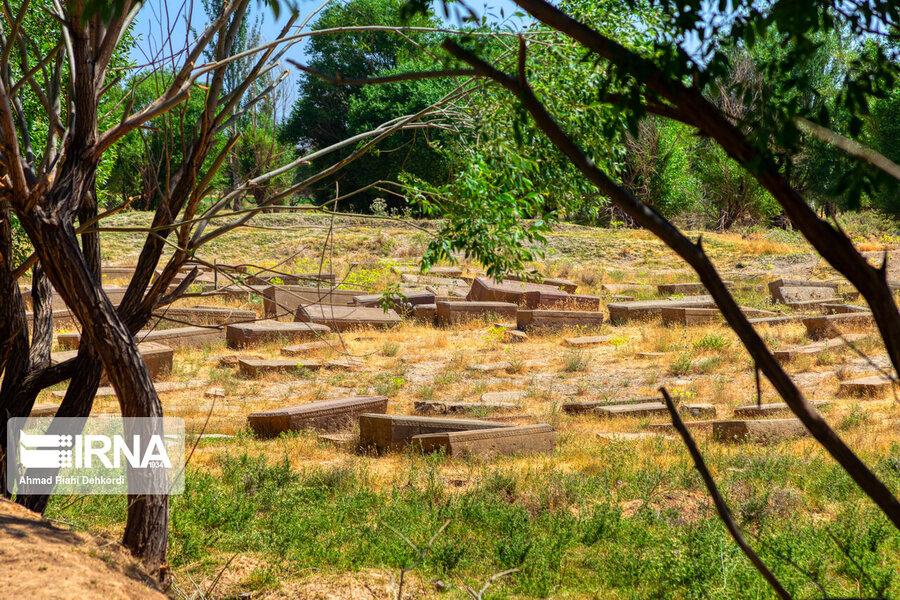 4472664 - سنگقبرهای منحصر به فرد گورستان ۲۰۰ ساله ارامنه + عکس