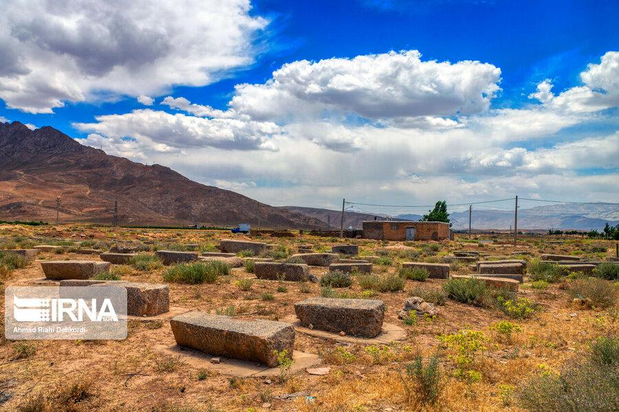 4472671 - سنگقبرهای منحصر به فرد گورستان ۲۰۰ ساله ارامنه + عکس