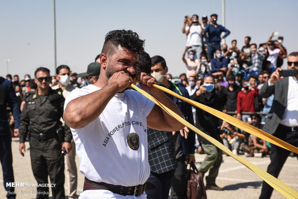 30014 - ورزشکار ایرانی که رکورد جابه جایی تریلی با دندان را شکست + عکس