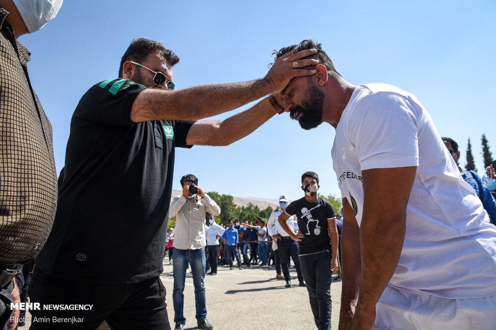 30016 - ورزشکار ایرانی که رکورد جابه جایی تریلی با دندان را شکست + عکس