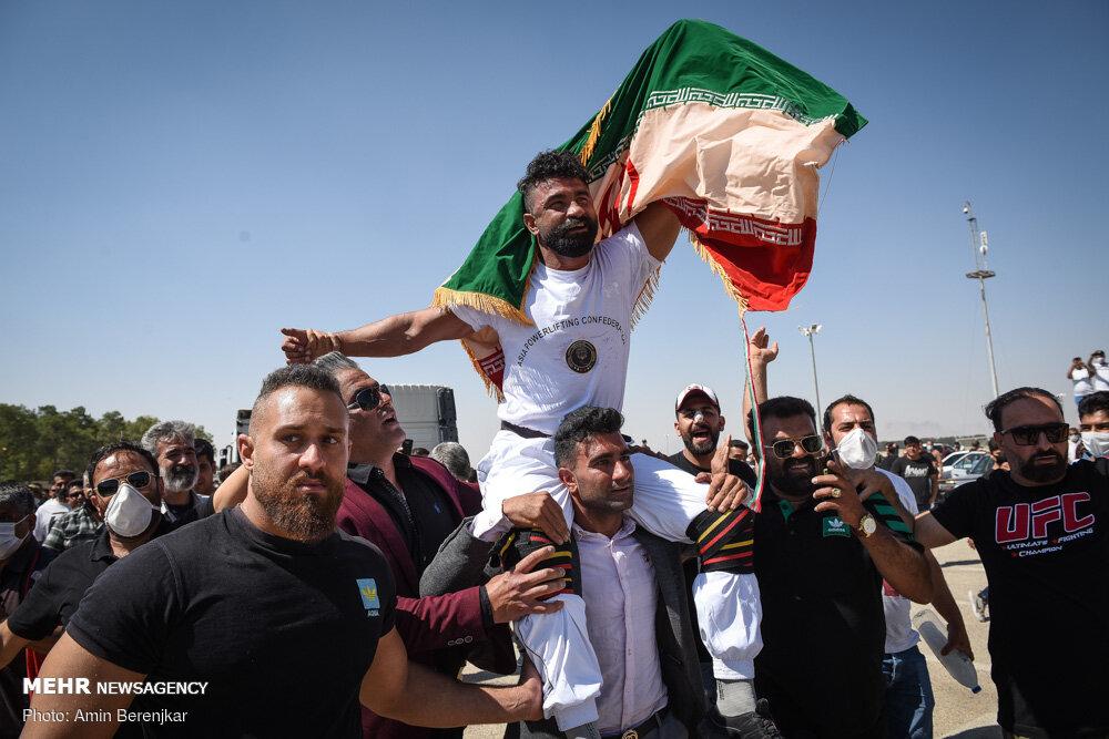 30019 - ورزشکار ایرانی که رکورد جابه جایی تریلی با دندان را شکست + عکس