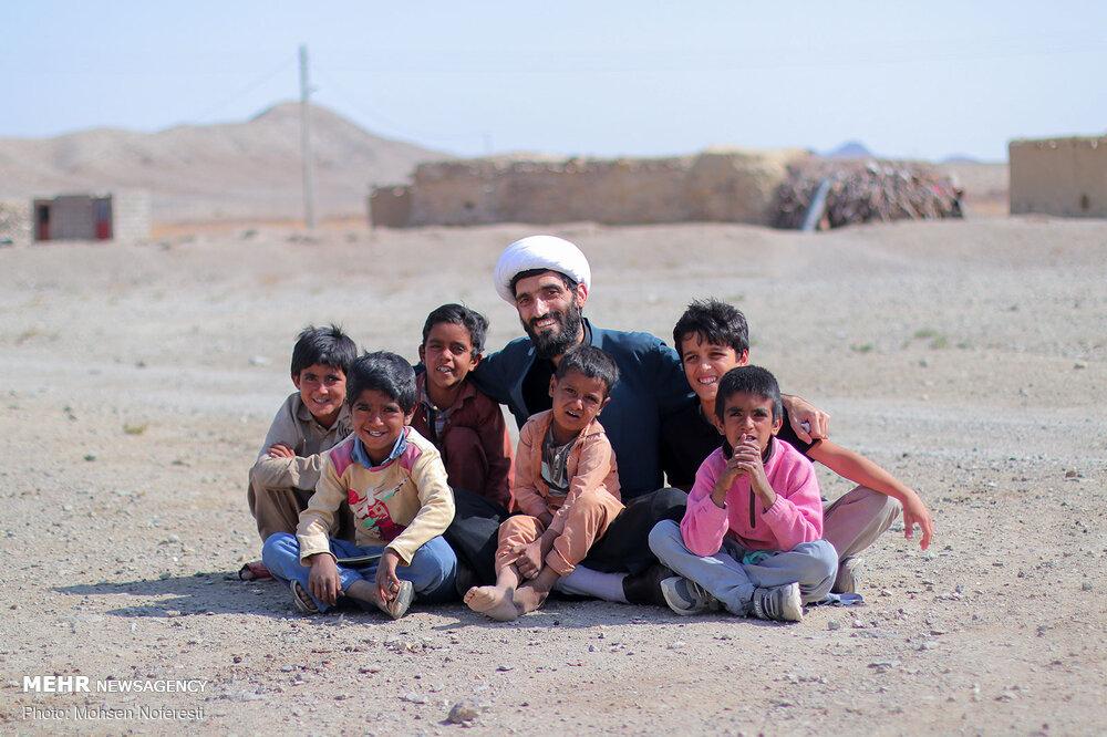 90070 - برگزاری اربعین متفاوت در ۳۰ کیلومتری مرز افغانستان + عکس