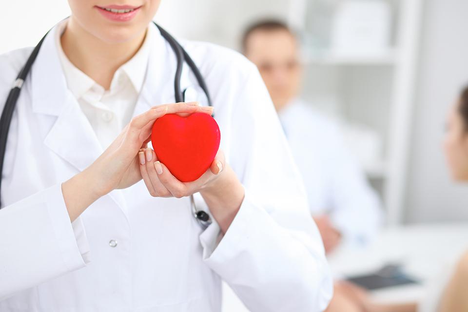 خانم ها توجه کنند: برای سلامت قلب در این ساعات صرف غذا نکنید