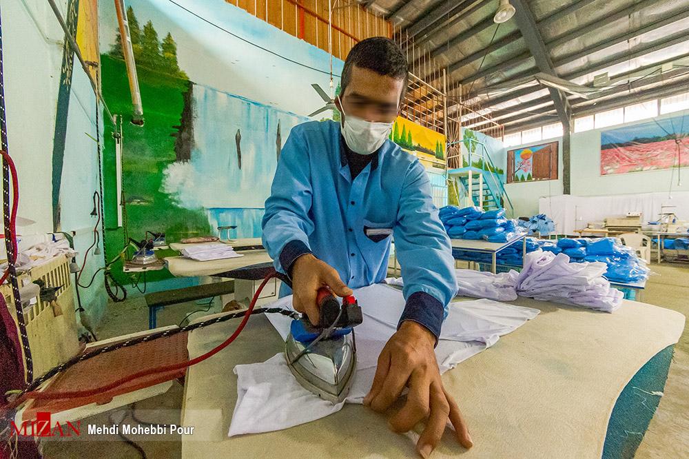 328488646 - تولید لباس بیمارستانی توسط زندانیان مازندران+ عکس